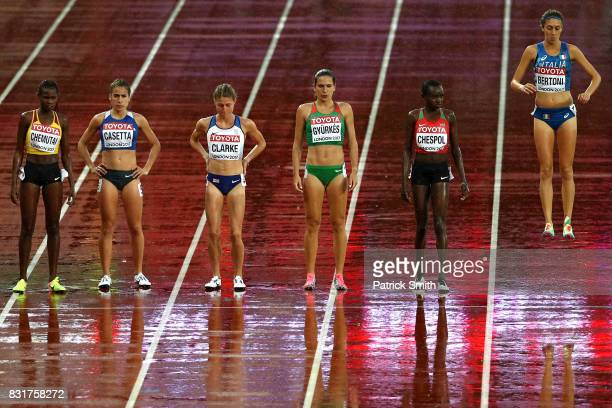 Francesca Bertoni of Italy prepares to compete in the Women's 3000 metres Steeplechase heats during day six of the 16th IAAF World Athletics...