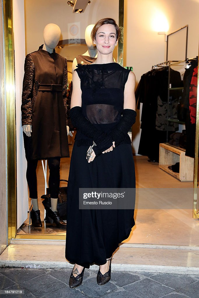 <a gi-track='captionPersonalityLinkClicked' href=/galleries/search?phrase=Francesca+Inaudi&family=editorial&specificpeople=771775 ng-click='$event.stopPropagation()'>Francesca Inaudi</a> attends the Malloni Boutique opening at Via Della Croce on October 16, 2013 in Rome, Italy.