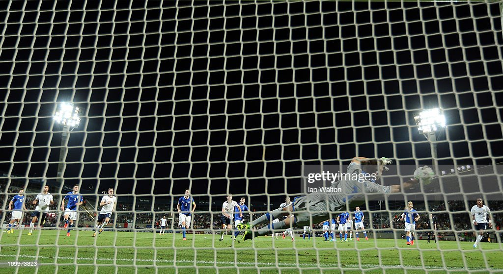 Francesco Bardi of Italy makes a save during the UEFA European U21 Championships, Group A match between England and Italy at the Bloomfield Stadium on June 5, 2013 in Tel Aviv, Israel.