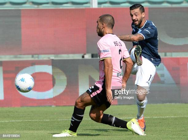Francesco Caputo of Empoli scores a goal during the Serie B match between US Citta di Palermo and Empoli FC at Stadio Renzo Barbera on September 9...
