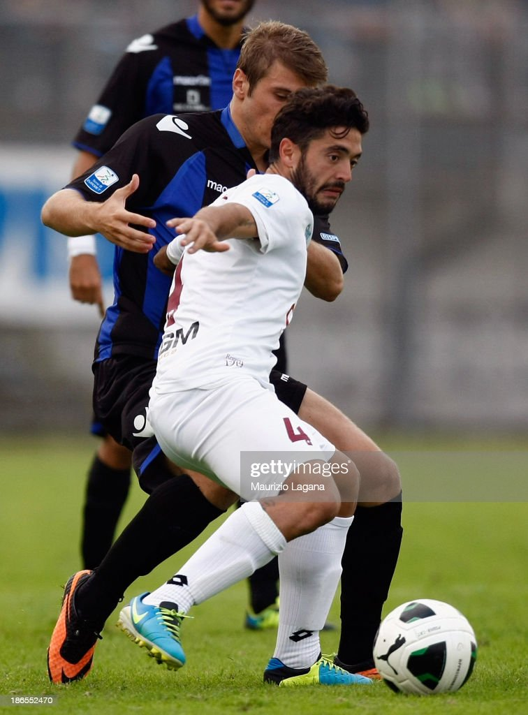Francesco De Rose (R) of Reggina competes for the ball with Stefan Ristovsky of Latina during the Serie B match between US Latina and Reggina Calcio at Stadio Domenico Francioni on November 1, 2013 in Latina, Italy.