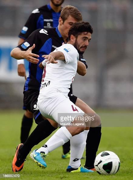 Francesco De Rose of Reggina competes for the ball with Stefan Ristovsky of Latina during the Serie B match between US Latina and Reggina Calcio at...