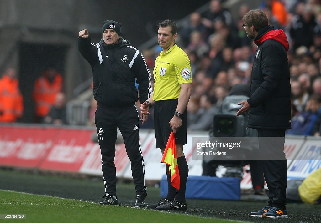 <a gi-track='captionPersonalityLinkClicked' href=/galleries/search?phrase=Francesco+Guidolin&family=editorial&specificpeople=770478 ng-click='$event.stopPropagation()'>Francesco Guidolin</a>, manager of Swansea City gives instructions with Jurgen Klopp (R), manager of Liverpool during the Barclays Premier League match between Swansea City and Liverpool at The Liberty Stadium on May 1, 2016 in Swansea, Wales.