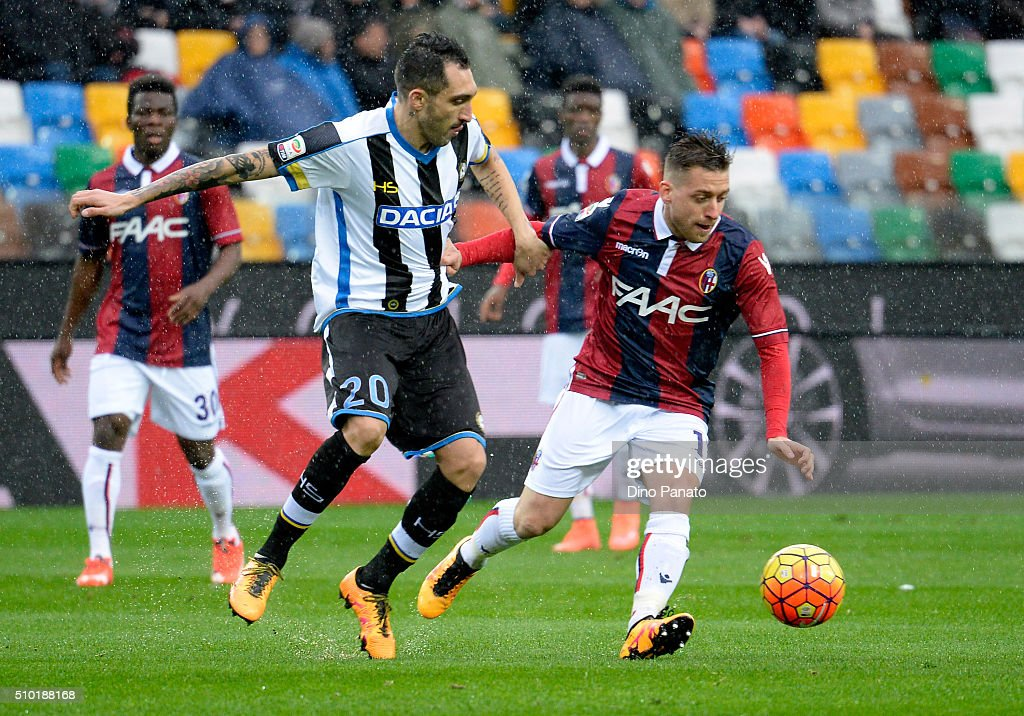 Francesco Lodi (L) of Udinese Calcio competes with <a gi-track='captionPersonalityLinkClicked' href=/galleries/search?phrase=Emanuele+Giaccherini&family=editorial&specificpeople=6675873 ng-click='$event.stopPropagation()'>Emanuele Giaccherini</a> of Bologna FC during the Serie A match between Udinese Calcio and Bologna FC at Stadio Friuli on February 14, 2016 in Udine, Italy.