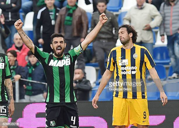 Francesco Magnanelli of US Sassuolo Calcio celebrates the victory after the Serie A match between US Sassuolo Calcio and Hellas Verona FC at Mapei...