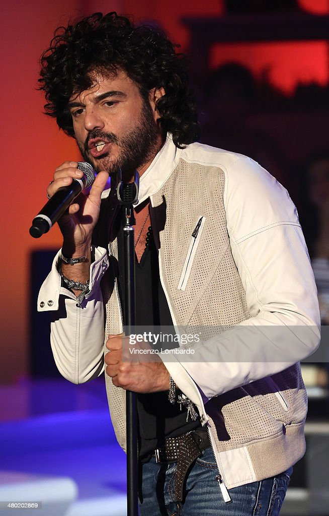 <a gi-track='captionPersonalityLinkClicked' href=/galleries/search?phrase=Francesco+Renga&family=editorial&specificpeople=2545106 ng-click='$event.stopPropagation()'>Francesco Renga</a> performs at 'Quelli Che Il Calcio' TV Show on March 23, 2014 in Milan, Italy.