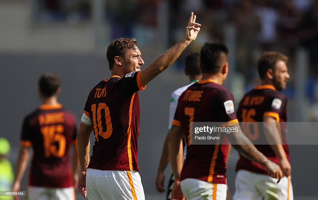 <a gi-track='captionPersonalityLinkClicked' href=/galleries/search?phrase=Francesco+Totti&family=editorial&specificpeople=208985 ng-click='$event.stopPropagation()'>Francesco Totti</a> celebrates with his teammates of AS Roma celebrates after scoring their first goal during the Serie A match between AS Roma and US Sassuolo Calcio at Stadio Olimpico on September 20, 2015 in Rome, Italy.