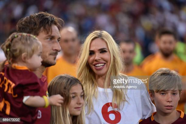 Francesco Totti holds a baby girl as he poses for a photo with his family after the Serie A Week 38 match between AS Roma and Genoa CFC at Stadio...