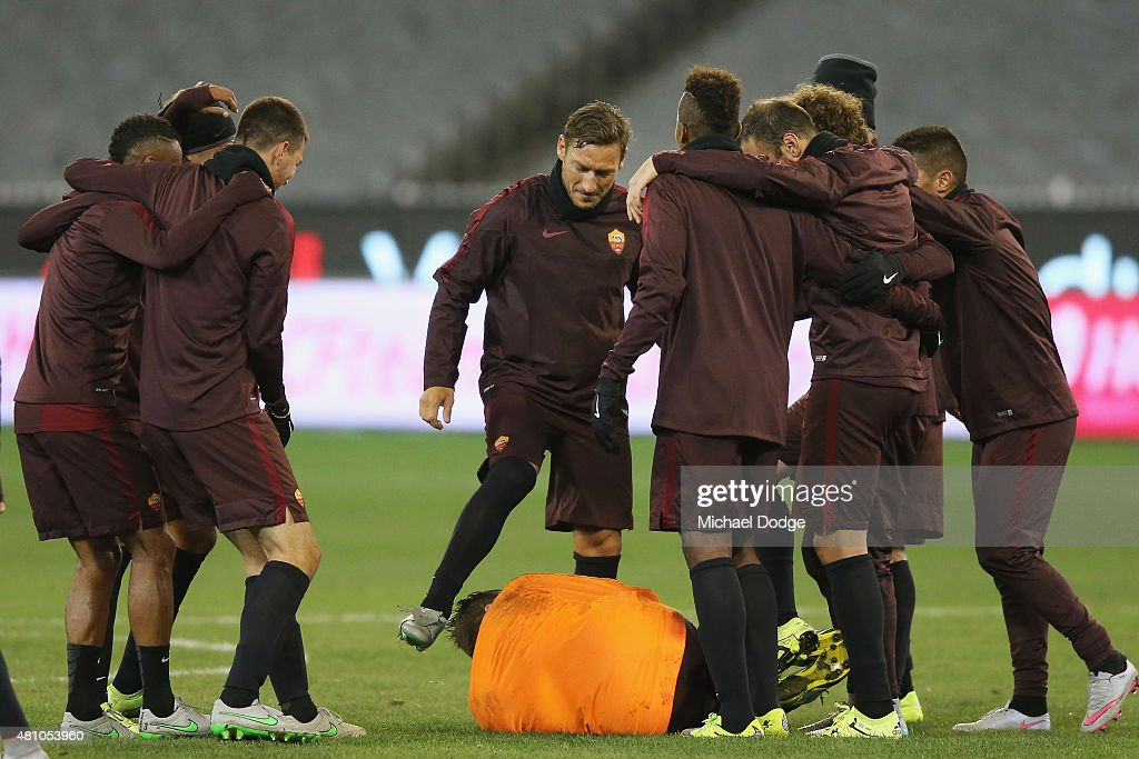 <a gi-track='captionPersonalityLinkClicked' href=/galleries/search?phrase=Francesco+Totti&family=editorial&specificpeople=208985 ng-click='$event.stopPropagation()'>Francesco Totti</a> of AS Roma celebrates a goal over Goalkeeper <a gi-track='captionPersonalityLinkClicked' href=/galleries/search?phrase=Morgan+De+Sanctis&family=editorial&specificpeople=615695 ng-click='$event.stopPropagation()'>Morgan De Sanctis</a> with teamates during an AS Roma training session at Melbourne Cricket Ground on July 17, 2015 in Melbourne, Australia.