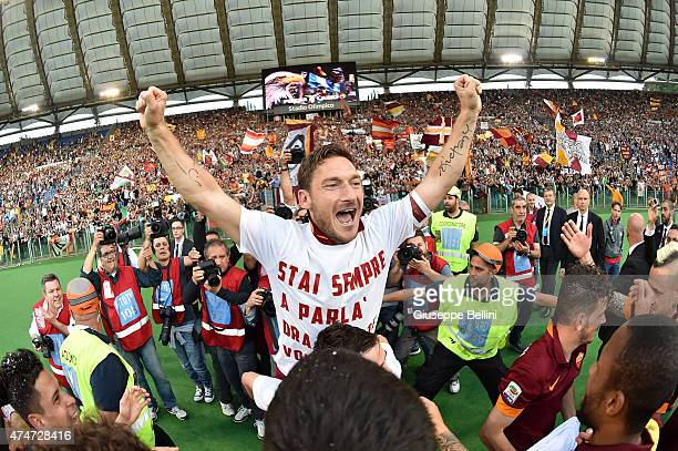 Francesco Totti of AS Roma celebrates the victory after the Serie A match between SS Lazio and AS Roma at Stadio Olimpico on May 25 2015 in Rome Italy