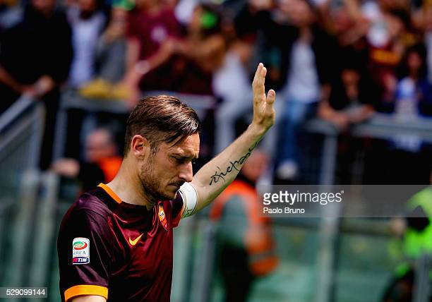 Francesco Totti of AS Roma greets the fans after the Serie A match between AS Roma and AC Chievo Verona at Stadio Olimpico on May 8 2016 in Rome Italy