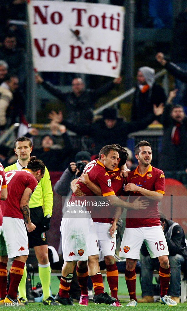 Francesco Totti (3rd R) of AS Roma is congratulated by team-mates after scoring the opening goal of the Serie A match between AS Roma and Juventus FC at Stadio Olimpico on February 16, 2013 in Rome, Italy.