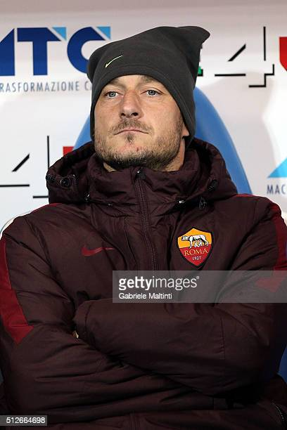 Francesco Totti of AS Roma looks on during the Serie A match between Empoli FC and AS Roma at Stadio Carlo Castellani on February 27 2016 in Empoli...