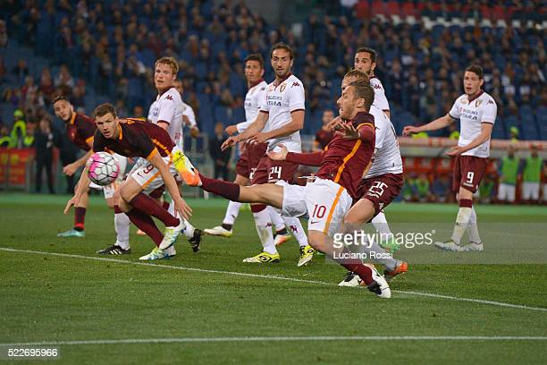 Francesco Totti of AS Roma scores his first goal during the Serie A match between AS Roma and Torino FC at Stadio Olimpico on April 20 2016 in Rome...