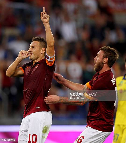 Francesco Totti with his teammate Daniele De Rossi of AS Roma celebrates after scoring the third team's goal from penalty spot during the Serie A...