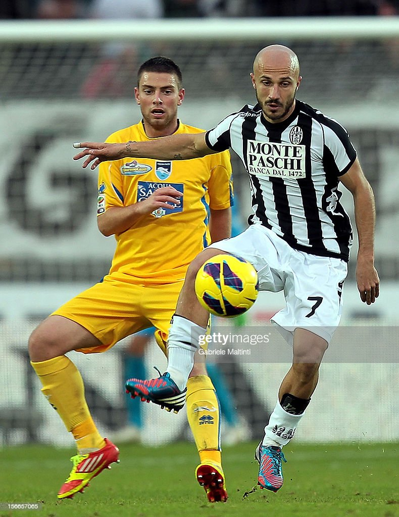 Francesco Valiani of AC Siena fights for the ball with Uros Cosic of Pescara during the Serie A match between AC Siena and Pescara at Stadio Artemio Franchi on November 18, 2012 in Siena, Italy.
