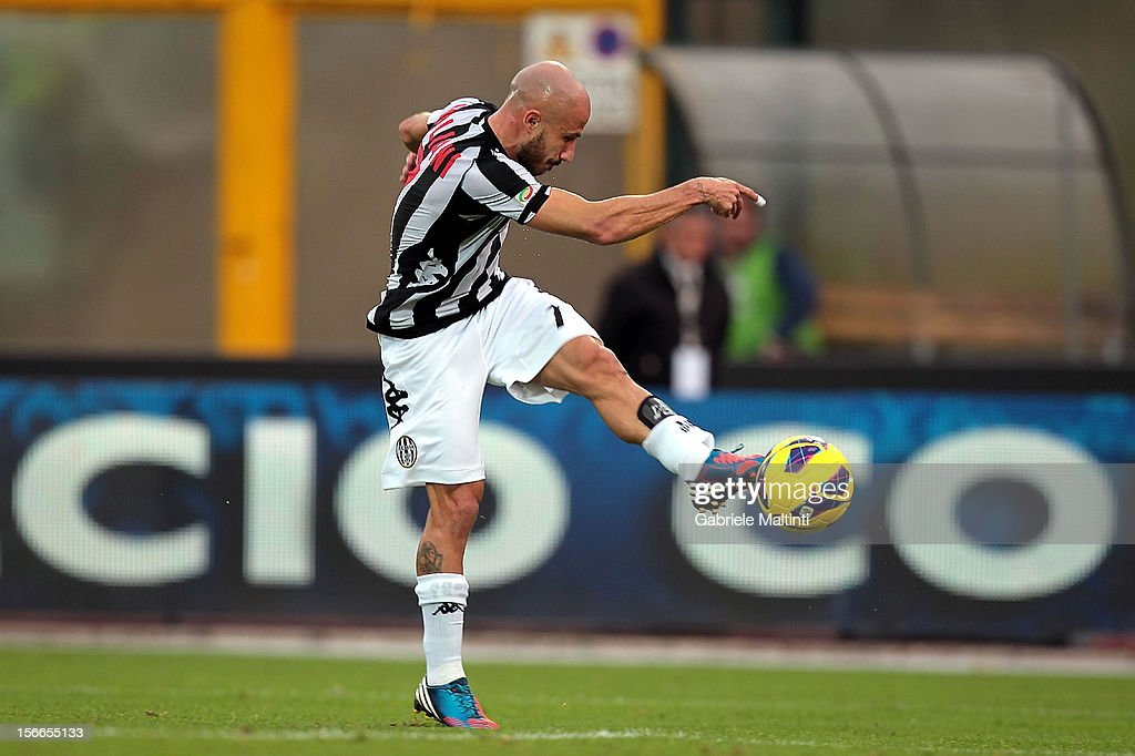 Francesco Valiani of AC Siena scores the opening goal during the Serie A match between AC Siena and Pescara at Stadio Artemio Franchi on November 18, 2012 in Siena, Italy.