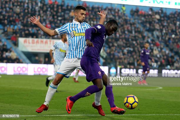 Francesco Vicari of Spal battles for the ball with Khouma Babacar of ACF Fiorentina during the Serie A match between Spal and ACF Fiorentina at...