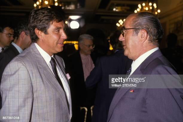 Francis Bouygues et JeanPierre Foucault a la conference de presse de TF1 le 30 aout 1988 a Paris France