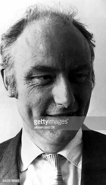Francis Harry Compton Crick England UK molecular biologist biophysicist and neuroscientist 1962 Nobel Prize for Physiology or Medicine
