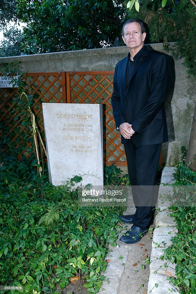 Francis Huster pays tribute to Gerard Philipe in the cemetery of Ramatuelle for the 30th Ramatuelle Festival on August 5, 2014 in Ramatuelle, France.