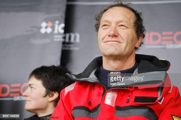 Francis Joyon au cote de Ellen Mac Arthur ancienne detentrice du record Arrivee de Francis JOYON a Brest IDEC Francis Joyon etablie le nouveau record...