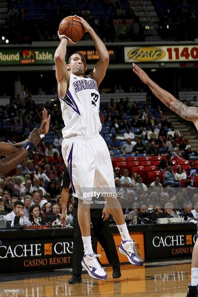 Francisco Garcia #32 of the Sacramento Kings shoots the ball against the Memphis Grizzlies on March 22, 2010 at ARCO Arena in Sacramento, California.