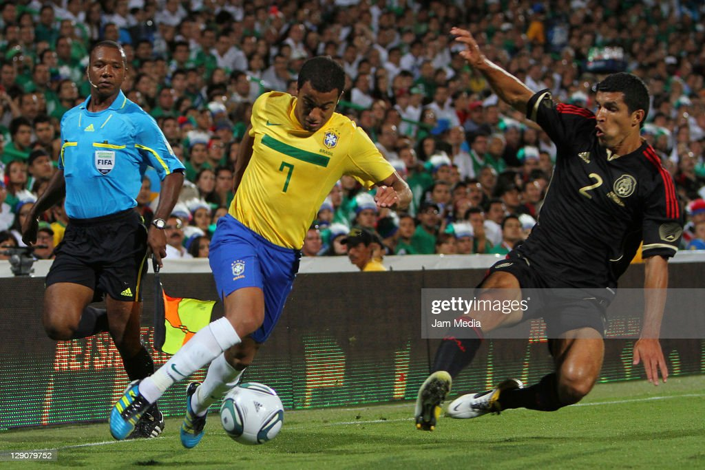 <a gi-track='captionPersonalityLinkClicked' href=/galleries/search?phrase=Francisco+Javier+Rodriguez&family=editorial&specificpeople=469708 ng-click='$event.stopPropagation()'>Francisco Javier Rodriguez</a> (R) of Mexico struggles for the ball with Lucas Moura (L) of Brasil during a friendly match between Mexico National Team and Brasil National Team at the Georgia Dome on October 11, 2011 in Torreon, Mexico.