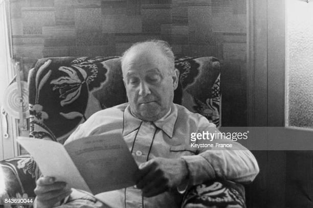 Francisco Largo Caballero chef de file socialiste espagnol lisant chez lui Espagne avril 1936