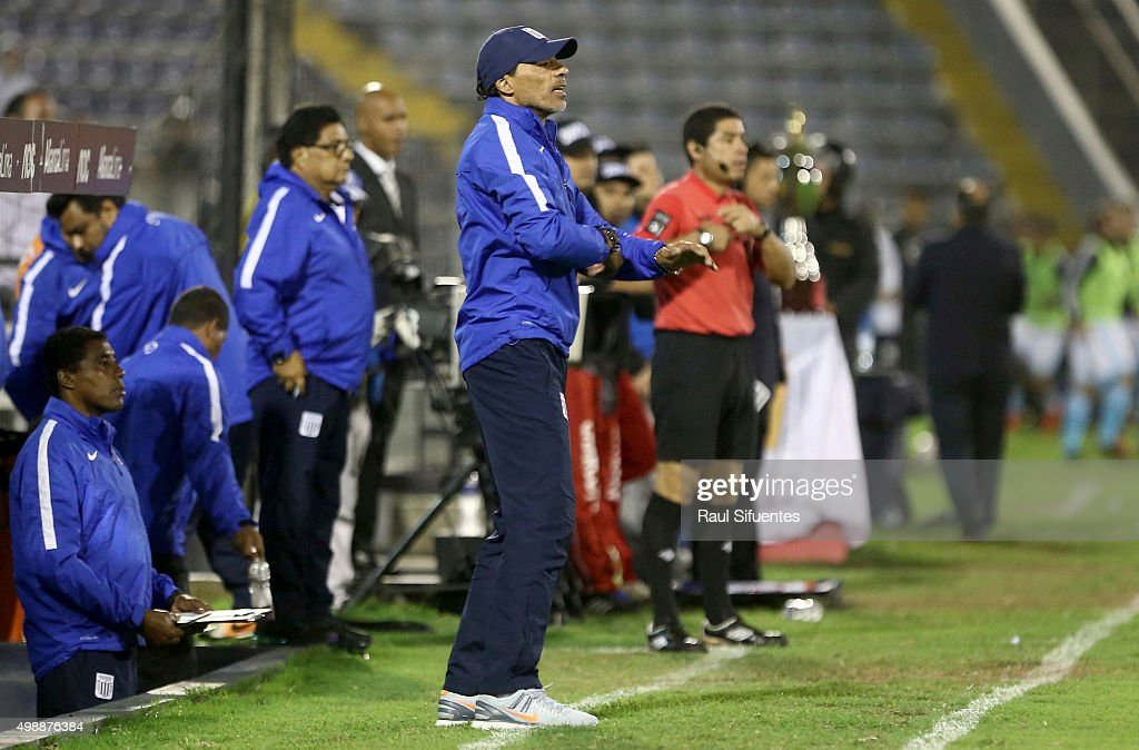 <a gi-track='captionPersonalityLinkClicked' href=/galleries/search?phrase=Francisco+Pizarro&family=editorial&specificpeople=233932 ng-click='$event.stopPropagation()'>Francisco Pizarro</a> coach of Alianza Lima, shouts instructions to his players during a match between Alianza Lima and Sporting Cristal as part of 8th round of Torneo Clausura 2015 at Alejandro Villanueva Stadium on November 26, 2015 in Lima, Peru.