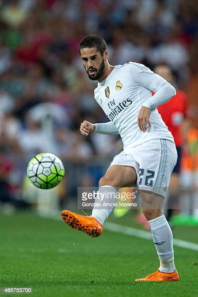 Francisco Roman Alarcon alias Isco of Real Madrid CF controls the ball during the La Liga match between Real Madrid CF and Real Betis Balompie at...