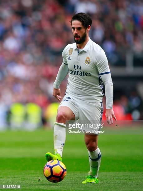 Francisco Roman Alarcon alias Isco of Real Madrid CF controls the ball during the La Liga match between Real Madrid CF and RCD Espanyol at Estadio...