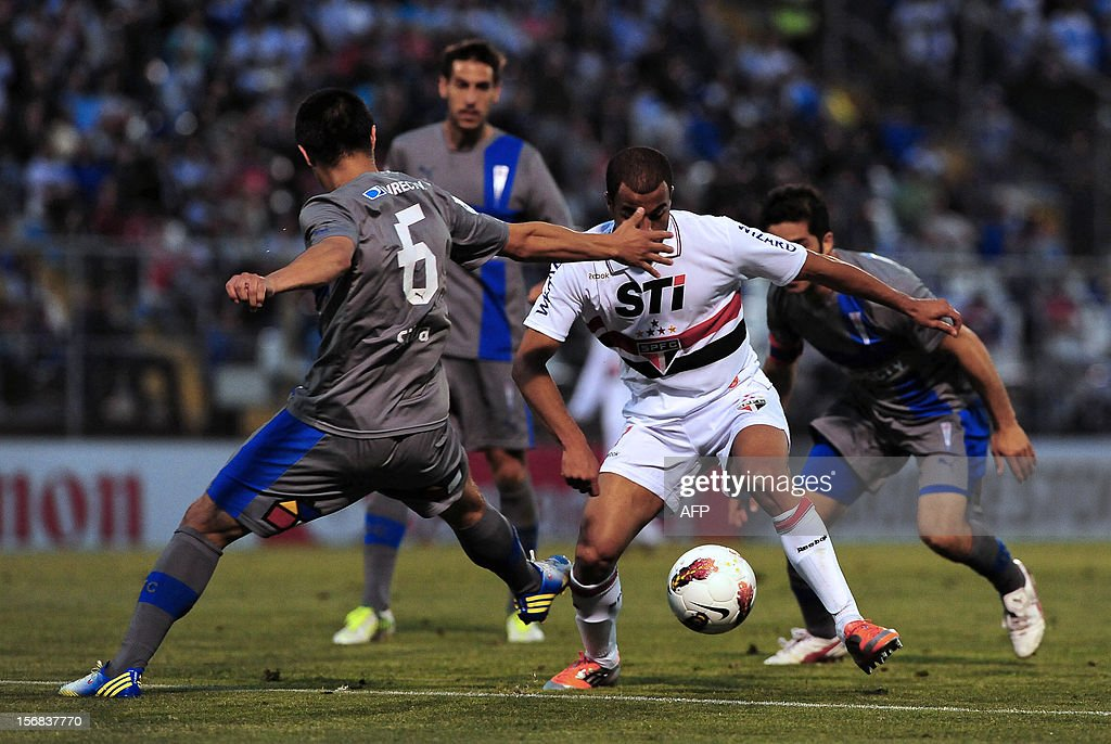 Francisco Silva (L) of Chilean Universidad Catolica vies for the ball with Lucas of Brazilian Sao Paulo during their Copa Sudamericana semifinal football match at the San Carlos de Apoquindo stadium in Santiago, Chile, on November 22, 2012. AFP PHOTO /Claudio SANTANA