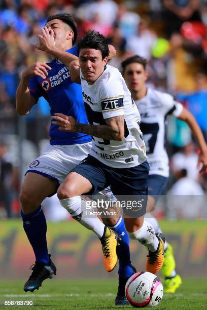 Francisco Silva of Cruz Azul struggles for the ball with Mauro Formica of Pumas during the 12th round match between Pumas UNAM and Cruz Azul as part...
