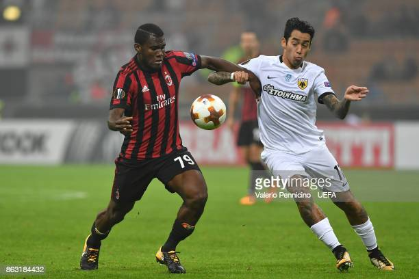 Franck Kessie of AC Milan competes with Sergio Araujo of AEK Athens during the UEFA Europa League group D match between AC Milan and AEK Athen on...