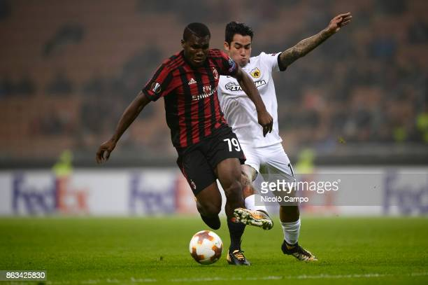 Franck Kessie of AC Milan competes with Sergio Araujo of AEK Athens during the UEFA Europa League football match between AC Milan and AEK Athens The...