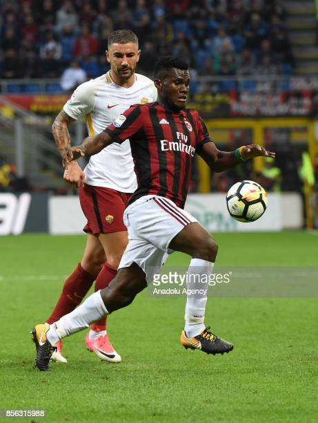 Franck Kessie of AC Milan in action during the Seria A 2017/18 match between AC Milan and AS Roma at Stadio Giuseppe Meazza on October 1 2017 in...