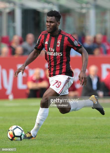 Franck Kessie of AC Milan in action during the Serie A match between AC Milan and Udinese Calcio at Stadio Giuseppe Meazza on September 17 2017 in...
