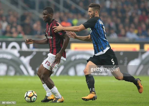 Franck Kessie of AC Milan is challenged by Roberto Gagliardini of FC Internazionale Milano during the Serie A match between FC Internazionale and AC...