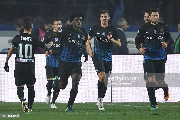 Franck Kessie of Atalanta BC celebrates his goal during the Serie A match between Atalanta BC and AS Roma at Stadio Atleti Azzurri d'Italia on...