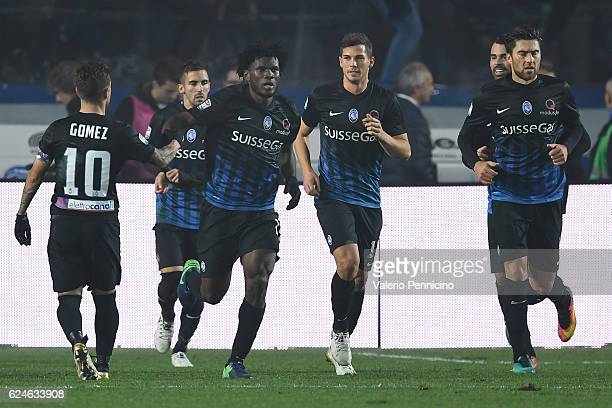 Franck Kessie of Atalanta BC celebrates his goal during the Serie A match between Atalanta BC and AS Roma at Stadio Atleti Azzurri d'Italia on...