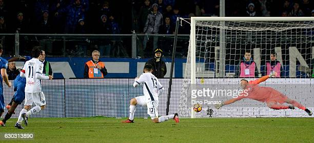 Franck Kessie scores his team's first goal during the Serie A match between Atalanta BC and Empoli FC at Stadio Atleti Azzurri d'Italia on December...