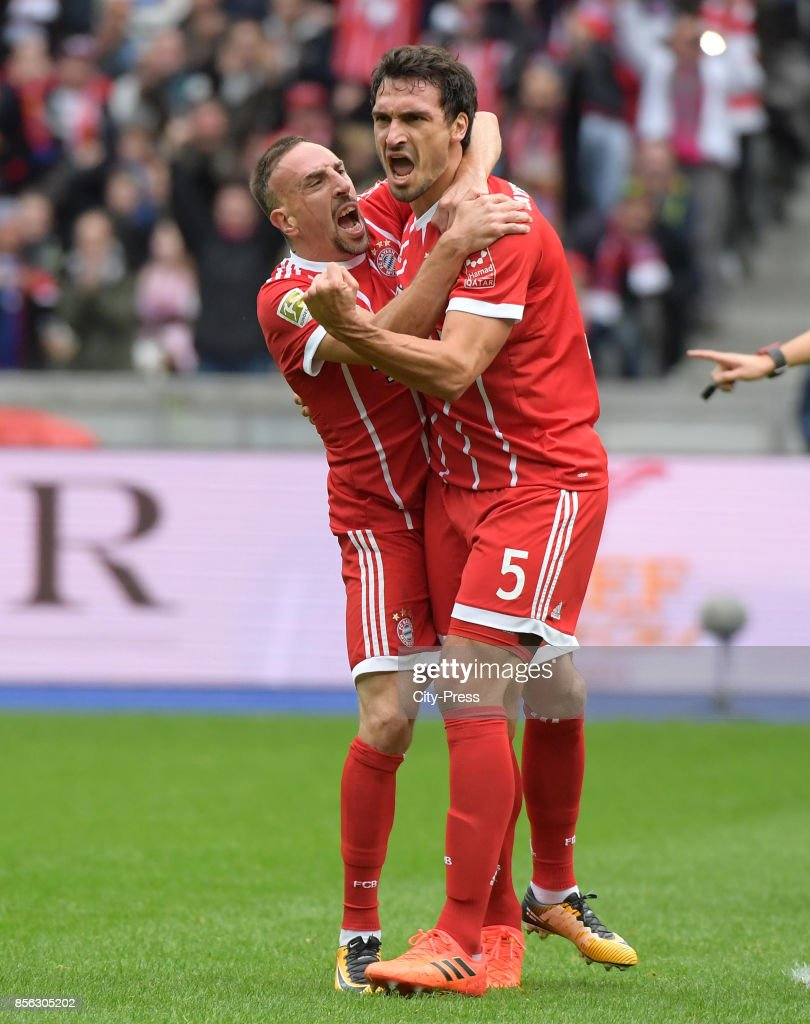 Franck Ribery and Mats Hummels of FC Bayern Muenchen celebrate after scoring the 0:1 during the game between Hertha BSC and FC Bayern Muenchen on october 1, 2017 in Berlin, Germany.