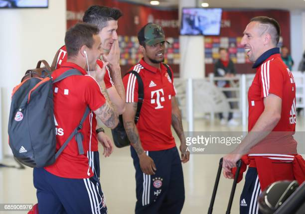 Franck Ribery Douglas Costa Robert Lewandowski and Rafinha of Bayern Muenchen joke as they arrive at the players' tunnel ahead of the Bundesliga...