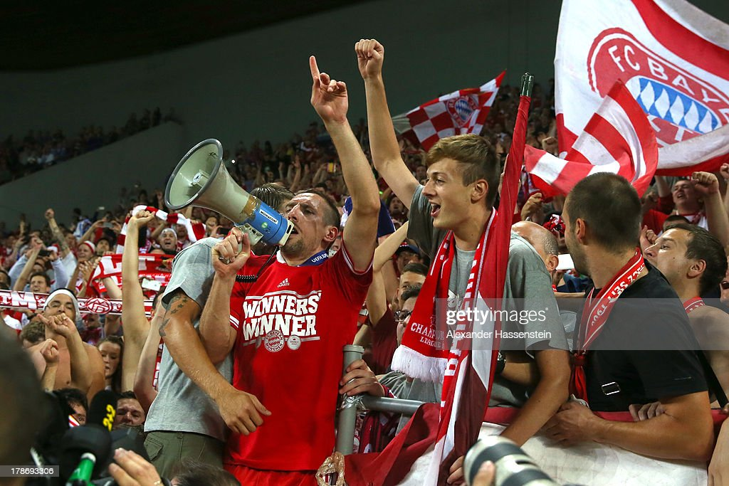 <a gi-track='captionPersonalityLinkClicked' href=/galleries/search?phrase=Franck+Ribery&family=editorial&specificpeople=490869 ng-click='$event.stopPropagation()'>Franck Ribery</a> of Bayern Muenchen celebrates with Munich supporters after winning the UEFA Super Cup between FC Bayern Muenchen and Chelsea FC at Stadion Eden on August 30, 2013 in Prague, Czech Republic.