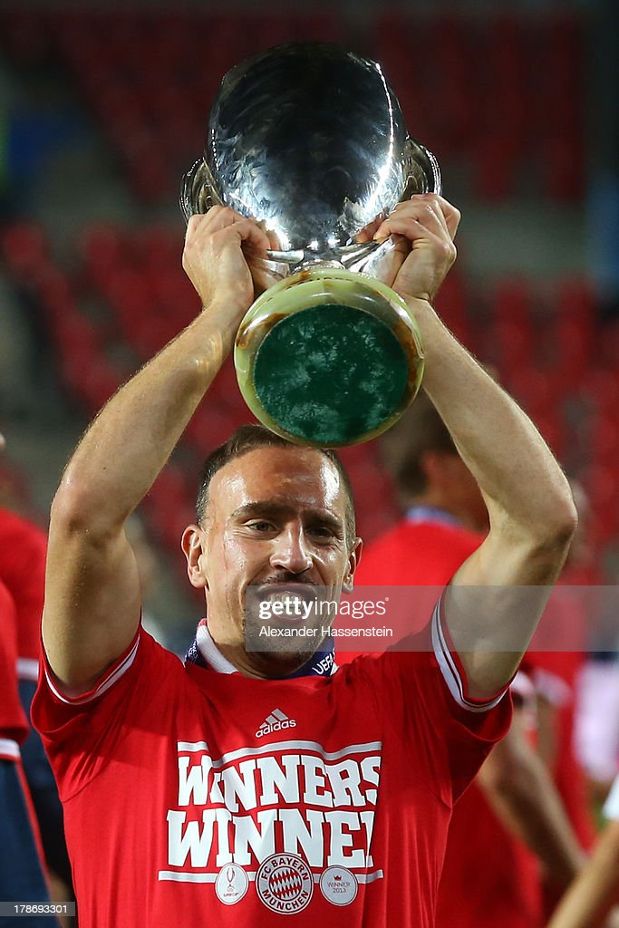 <a gi-track='captionPersonalityLinkClicked' href=/galleries/search?phrase=Franck+Ribery&family=editorial&specificpeople=490869 ng-click='$event.stopPropagation()'>Franck Ribery</a> of Bayern Muenchen celebrates with the Super Cup trophy after winning the UEFA Super Cup between FC Bayern Muenchen and Chelsea FC at Stadion Eden on August 30, 2013 in Prague, Czech Republic.