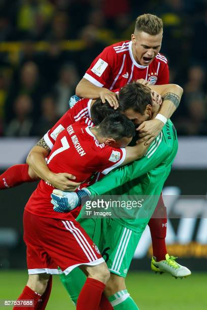 Franck Ribery of Bayern Muenchen Joshua Kimmich of Bayern Muenchen Goalkeeper Sven Ulreich of Bayern Muenchen and Niklas Suele of Bayern Muenchen...