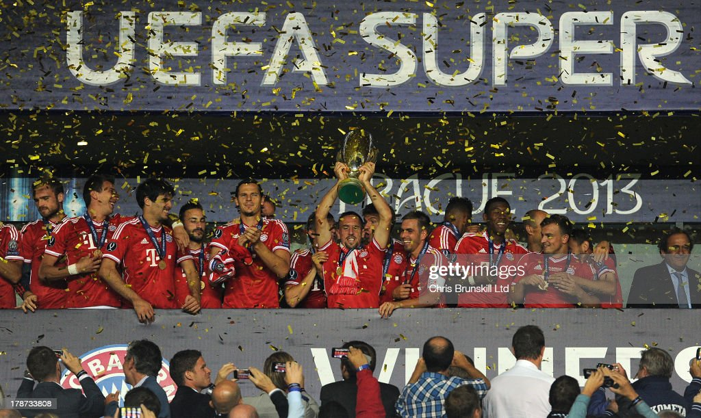 <a gi-track='captionPersonalityLinkClicked' href=/galleries/search?phrase=Franck+Ribery&family=editorial&specificpeople=490869 ng-click='$event.stopPropagation()'>Franck Ribery</a> of Bayern Muenchen lifts the trophy following the UEFA Super Cup match between Chelsea and Bayern Muenchen at Eden Stadium on August 30, 2013 in Prague, Czech Republic.