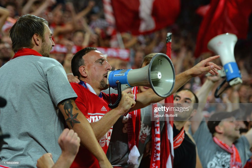 <a gi-track='captionPersonalityLinkClicked' href=/galleries/search?phrase=Franck+Ribery&family=editorial&specificpeople=490869 ng-click='$event.stopPropagation()'>Franck Ribery</a> of Bayern Munich celebrates victory with the Bayern Munich fans during the UEFA Super Cup between Bayern Muenchen and Chelsea at Stadion Eden on August 30, 2013 in Prague, Czech Republic.