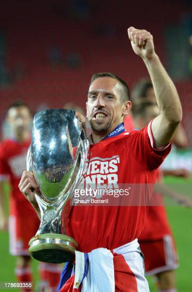 Franck Ribery of Bayern Munich celebrates with the trophy after victory during the UEFA Super Cup between Bayern Muenchen and Chelsea at Stadion Eden...